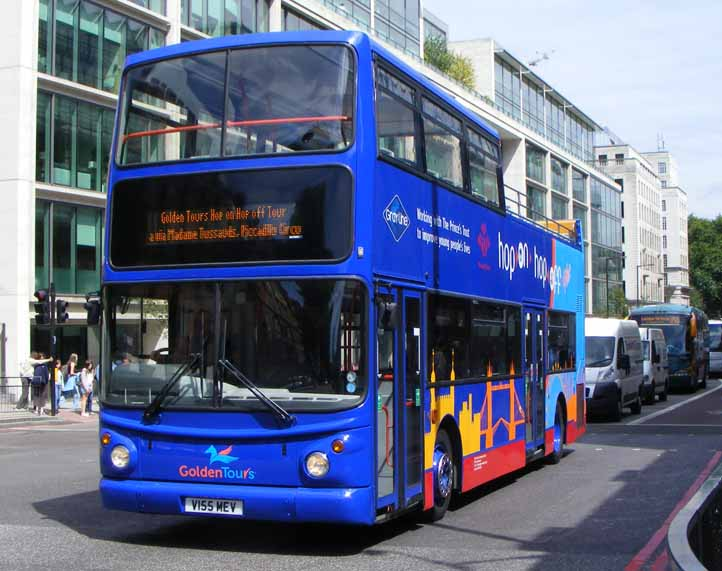 Maximize your time in London with a hop-on hop-off bus tour/10 ( reviews).