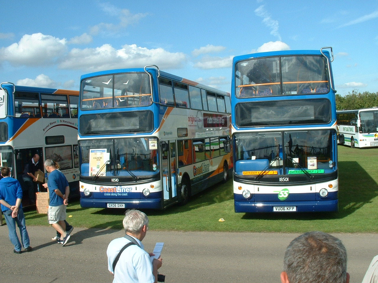 Alexander Dennis Tridents Are The Order Of Day And On Left Is 18510 GX06DXH With Reintroduced Route Branding For 700 Coastliner Service